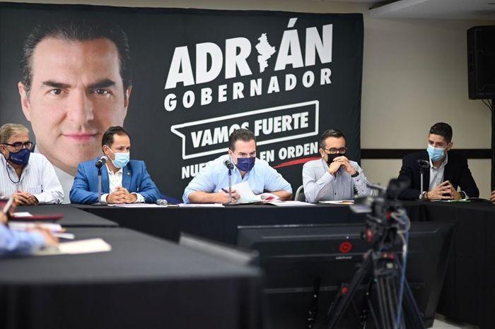 Candidato por la Coalición Va Fuerte por Nuevo León (PRI, PRD), Adrián de la Garza.