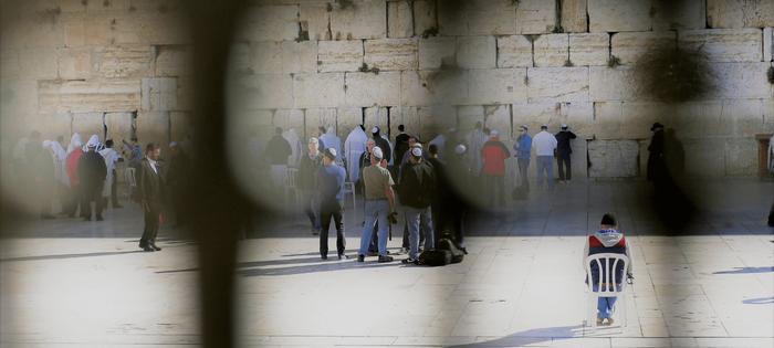 Donde rezan los hombres, en el Muro de los Lamentos . Panorámica desde fuera del recinto