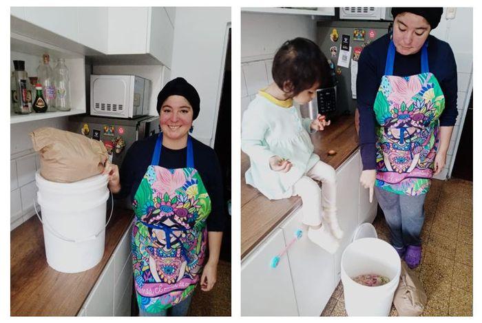 Nuestra Tappera Carol recibiendo su primer balde y enseñándole a su hija a hacer compost en casa.