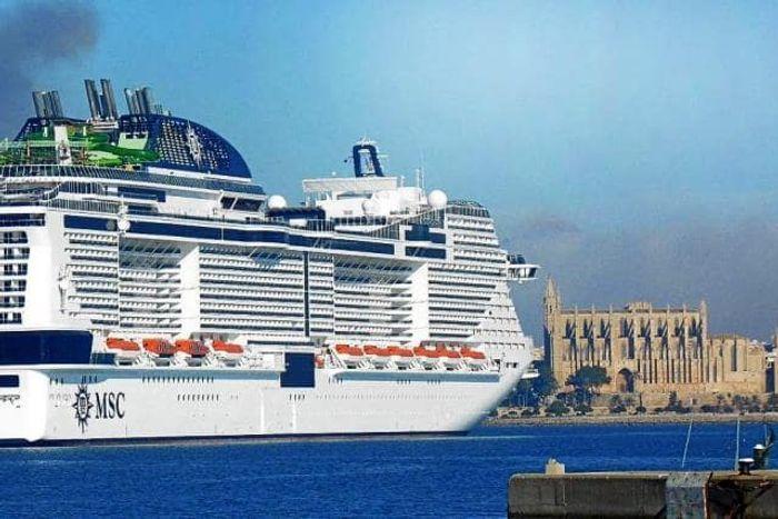 Криузный лайнерMSC GRANDIOSA в Пальме де Майорка. Фото
