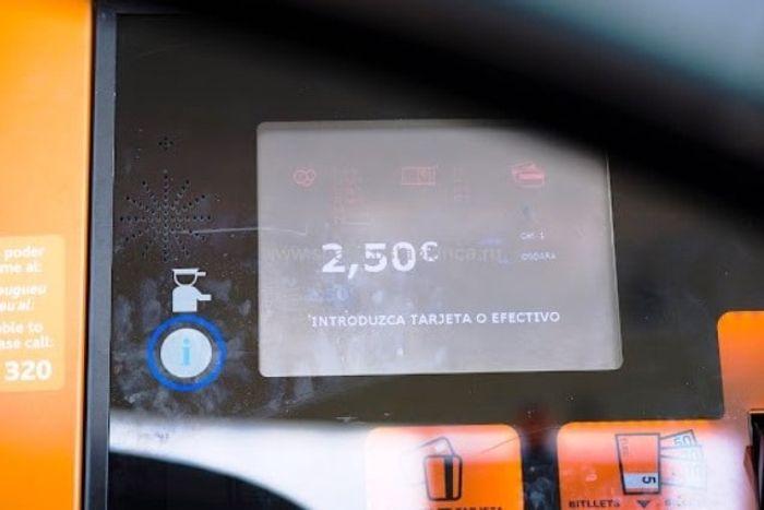 Суумма оплаты 2,5 евро на дисплеи платной дороги. фото