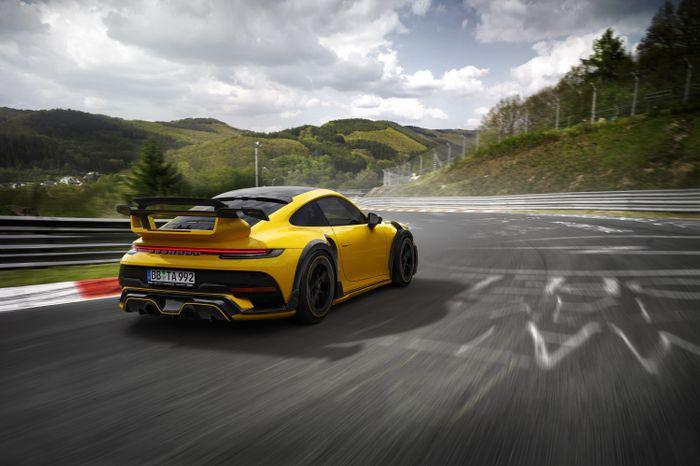 По традиции ателье TECHART, новый Porsche 911 Turbo получил эксклюзивный карбоновый аэродинамический пакет, спортивную выхлопную систему, новые кованные диски Formula VI и самое главное – комплект увеличения мощности силовой установки, позволяющий снимать до 800 л.с., в пике, ураганные 950 Н.м., крутящего момента и достичь максимальной скорости 350 км/ч!