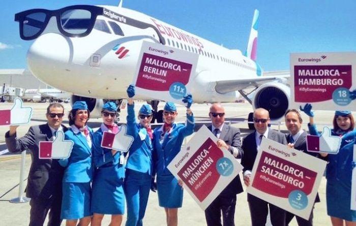 СотрудникиEurowings в аэропорту Пальмы. Фото