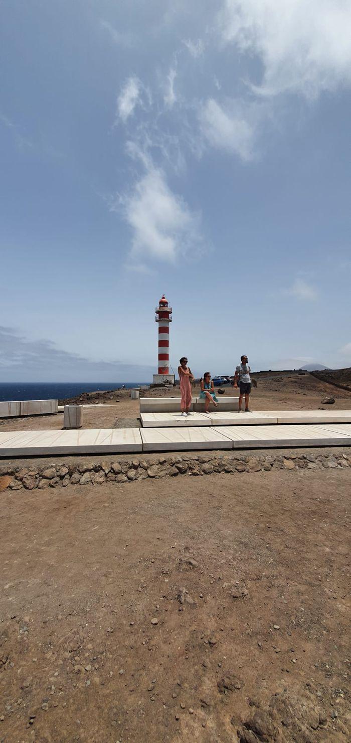 Mis tíos en el Faro de Sardina :)