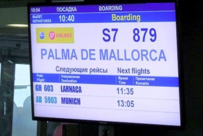 Табло в аэропорту - регистрация на рейс на Майорку.фото