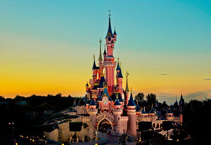 Disney anocheciendo, pura magia.